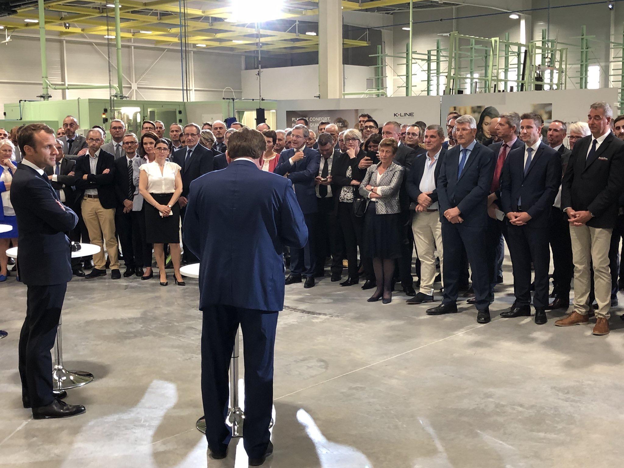 Emmanuel Macron en visite chez K-Line aux Herbiers