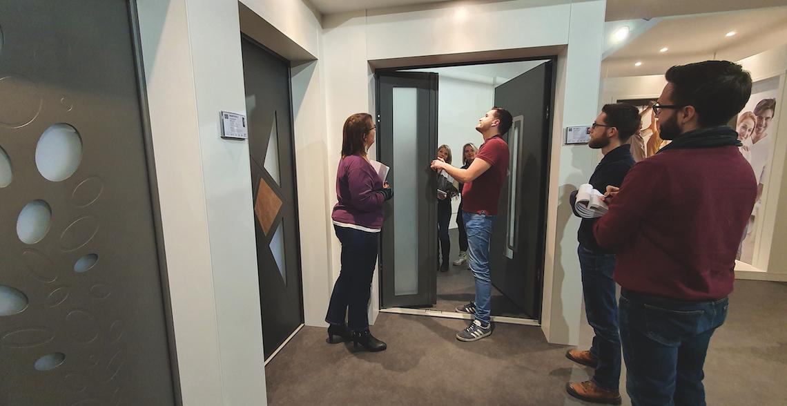Euradif inaugure son nouveau showroom de portes d'entrée en aluminium Passage et développe son pôle formation