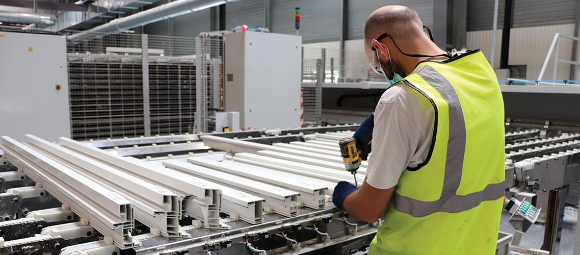 Arban-Grosfillex automatise son outil PVC et se positionne sur la menuiserie Aluminium